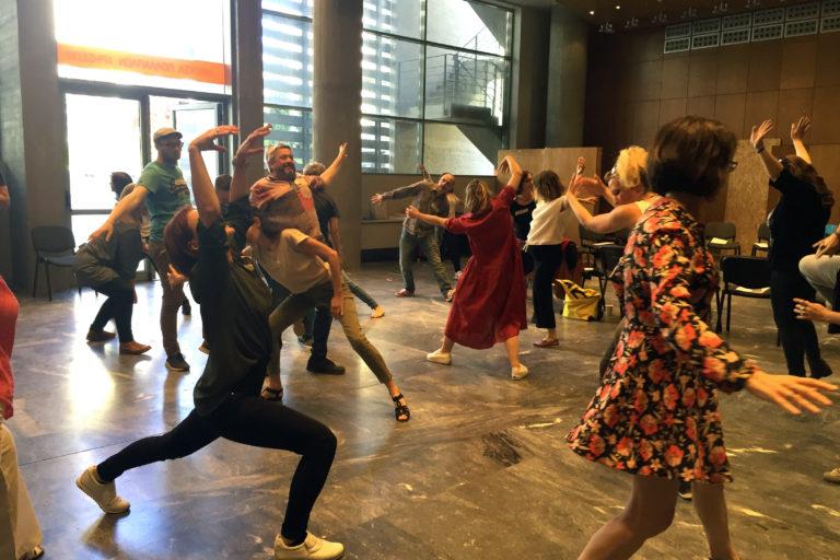 Freie Bewegungen zu Musik (EiP Training III, Thessaloniki, Mai 2019)